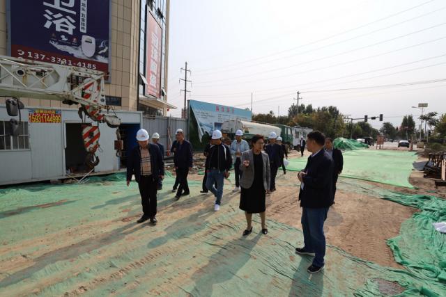 藁城区委副书记、区长袁丽华等领导一行莅临旺洋商业广场进行工作指导!